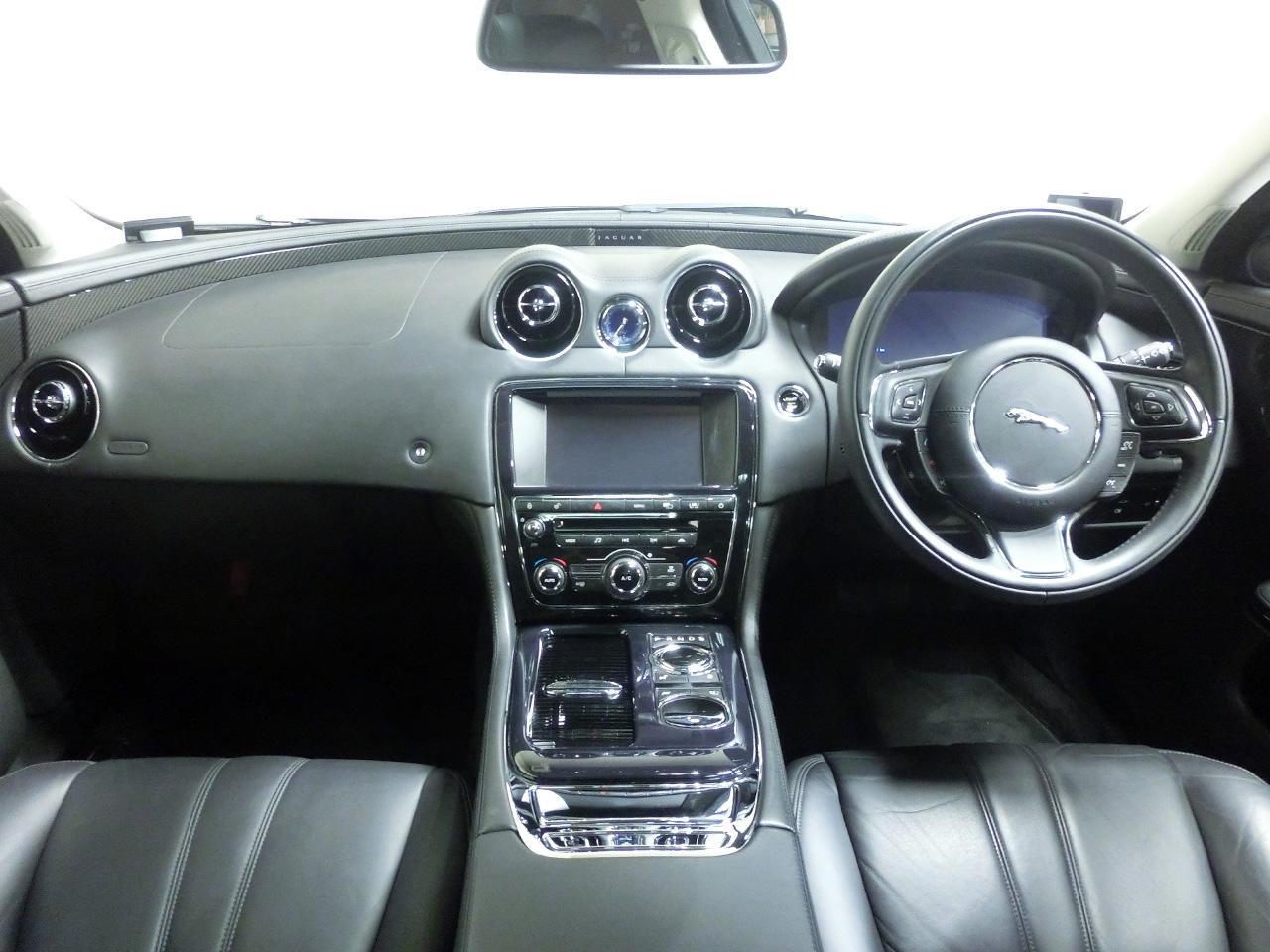 ジャガーXJプレミアムラグジュアリーアルティメットブラック x351中古車 内装