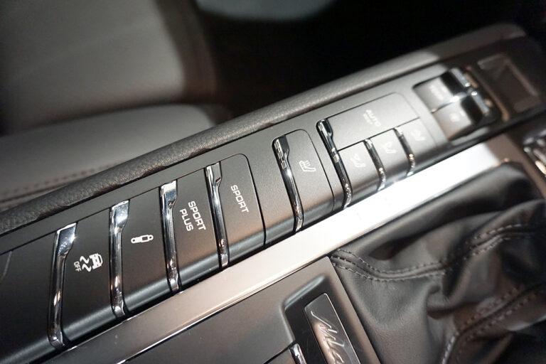 2016年式 ポルシェ マカン ターボ PDK ジェットブラックメタリック MQ3556